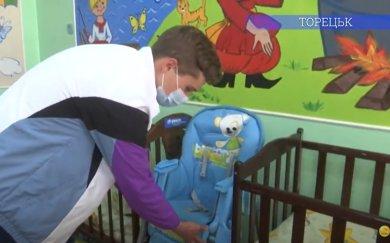 Персонажі з улюблених мультфільмів прикрашають палату для дітей-сиріт у міській лікарні Торецька