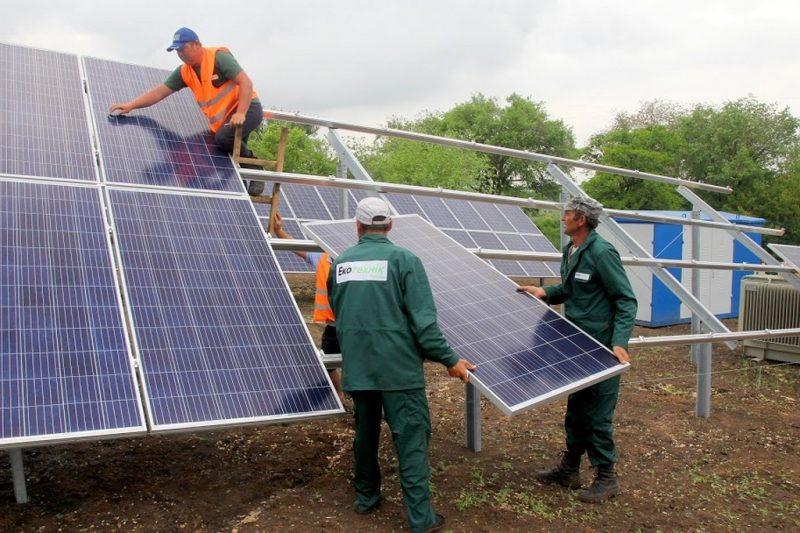 Зводять ще одну сонячну електростанцію