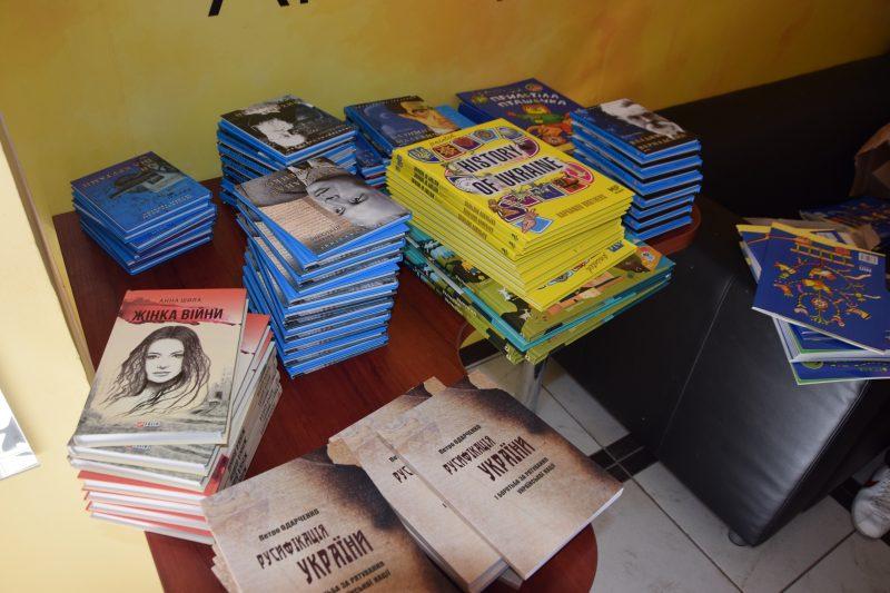 Для шкіл Краматорська передано сучасну літературу