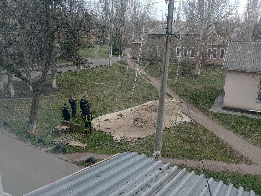 На території лікарень представники МНС ставлять намети - Фото №1