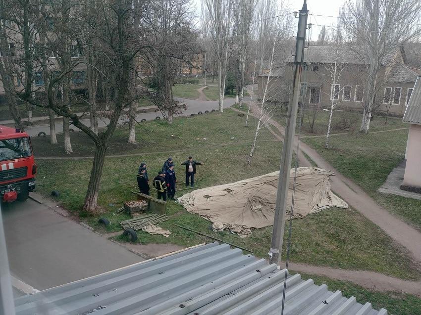 На території лікарень представники МНС ставлять намети - Фото №2