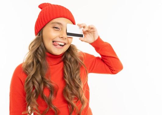 Банківська картка для дитини – переваги та ризики