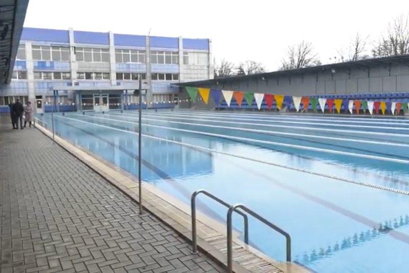 """СК """"Олімпійський"""" у Кураховому готується прийняти відвідувачів після локдауну"""