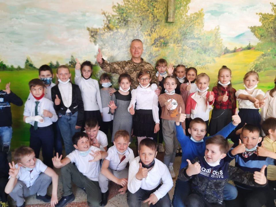 «ARTПЕРЕМИР'Я» знов на Донеччині – дітям подарували радість на Великодні свята - Фото №3
