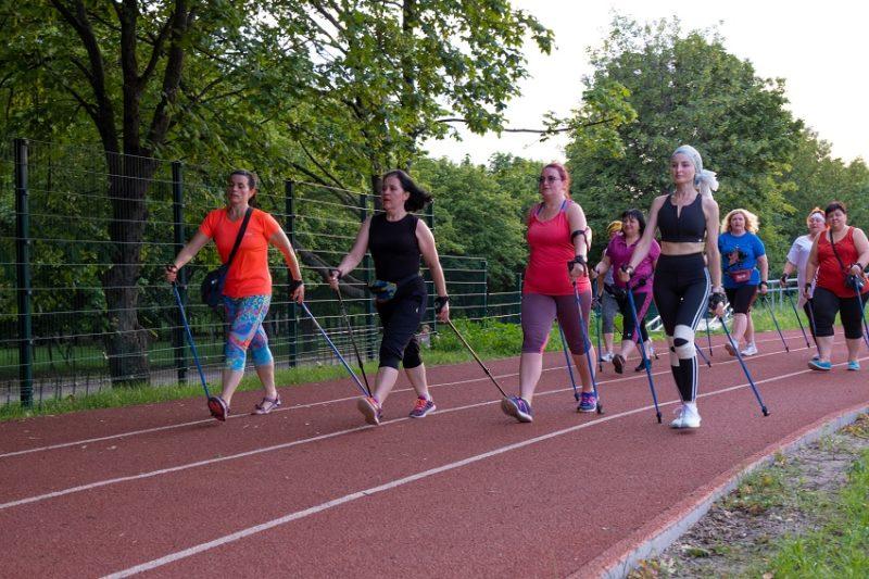 Скандинавська ходьба: хто може займатися та що для цього потрібно